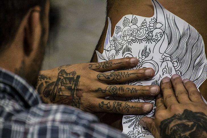 2ème confinement : existe-t-il des activités de tatouage encore autorisées ?